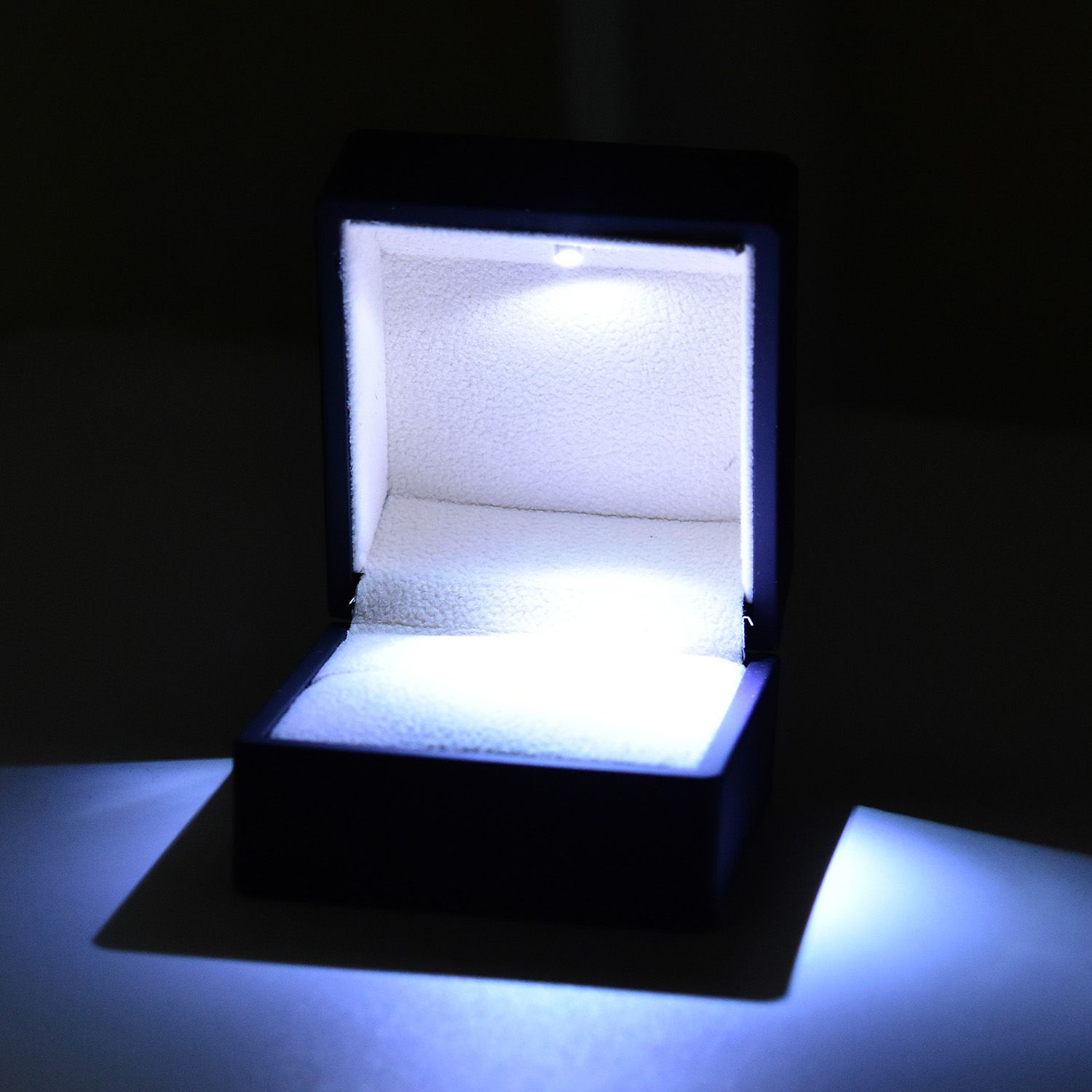 black luxurious ring box with led spot light and scratch protection interior in. Black Bedroom Furniture Sets. Home Design Ideas