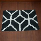 Black and White Cotton Bath Rug (30x20 in)