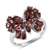 Mozambique Garnet Platinum Over Sterling Silver Ring (Size 8.0) TGW 5.900 cts.