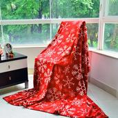 Red and White Snowflake Printed Flannel Blanket (59x78 in)