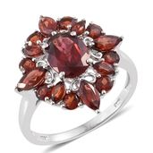 Mozambique Garnet Platinum Over Sterling Silver Floral Ring (Size 9.0) TGW 4.96 cts.